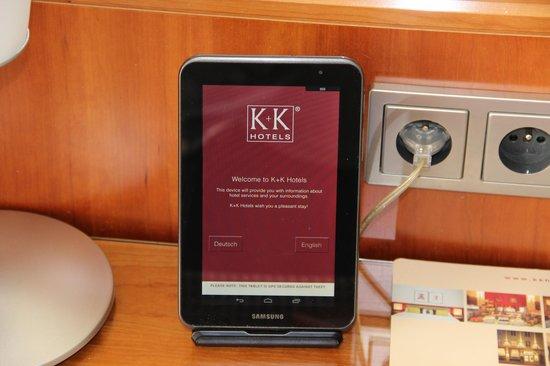 K+K Hotel Central : Tablette dans la chambre avec connexion internet