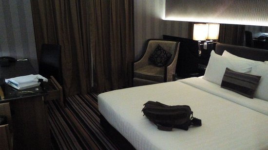The Continent Hotel Bangkok by Compass Hospitality : bedroom