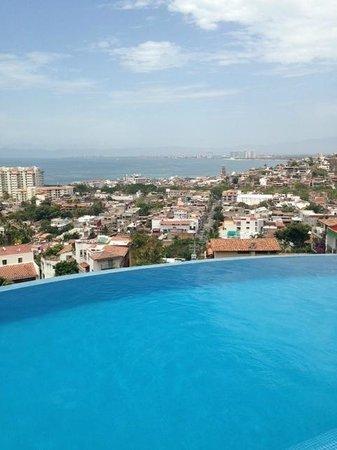 Casa Yvonneka : Infinity pool overlooking Puerta Vallarta