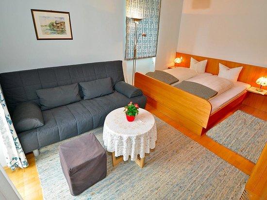 Villa Marienhof: Kleines Appartement, Zimmer