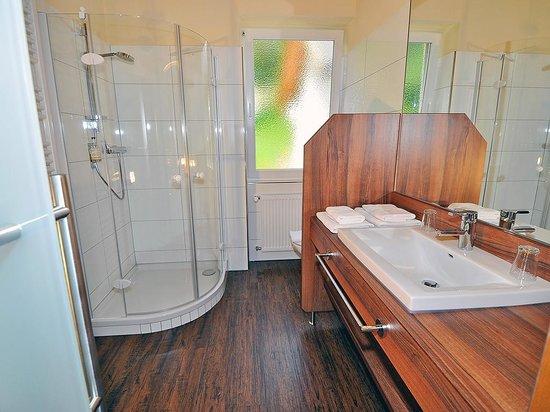 Villa Marienhof: Bad im Doppelzimmer