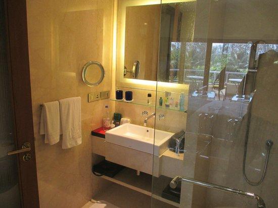The Oberoi, Bengaluru: Modern fittings in bathroom
