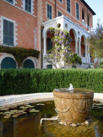 Giardini Botanici Hanbury: La Villa Hanbury