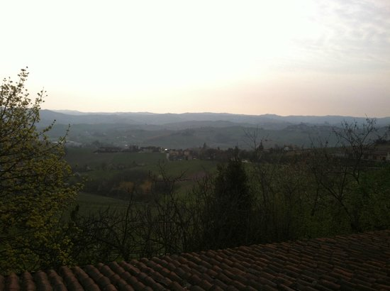 Agriturismo Erbaluna: wonderful view of the Piemonte region