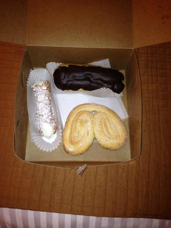 New York Bakery & Deli : Eclair, Cannoli, and the best Angel cookie ever!!