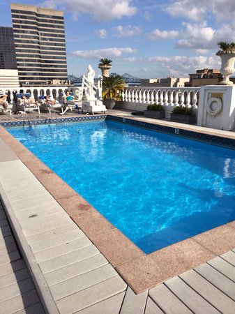 Le Pavillon Hotel: Rooftop pool