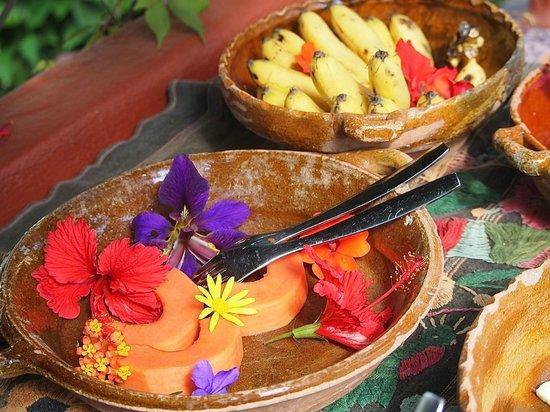 Lush Atitlan/Hotel Aaculaax: frutas!