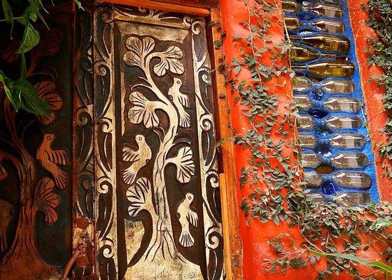 Lush Atitlan/Hotel Aaculaax: humming bird door
