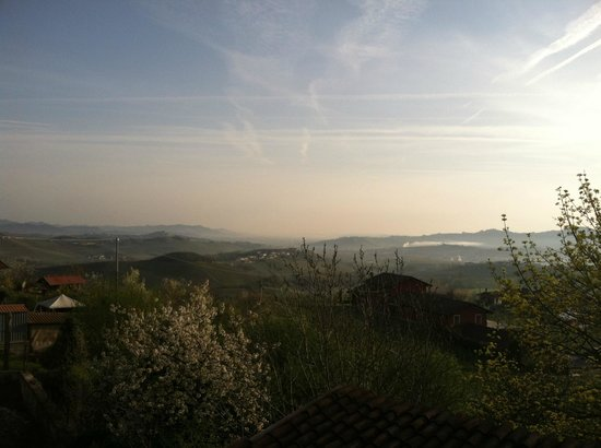 Agriturismo Erbaluna: another angle of the view from the terrace.