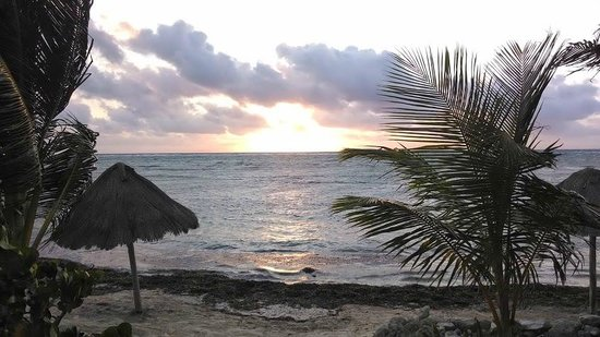Balamku Inn on the Beach : Mahahual Sunrise