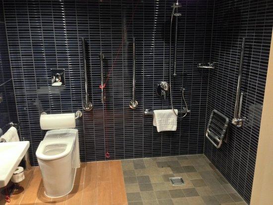 Brooklands Hotel: Bathroom