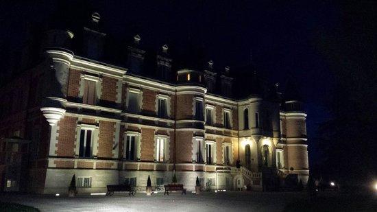Hôtel Club Vacanciel La Ferté-Imbault : Château vu de nuit
