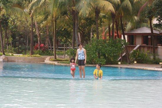 Hard Rock Hotel Singapore : The pool at hard rock sentosa