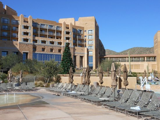 JW Marriott Tucson Starr Pass Resort & Spa : Pool are looking towards hotel