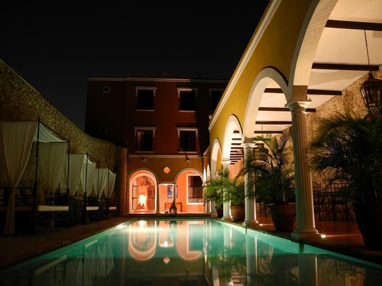 Hotel Hacienda VIP : By nigth