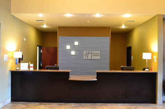 Holiday Inn Express & Suites Heber Springs: Front Desk