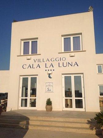 Ristorante Quarto Di Luna: ingresso del villaggio.