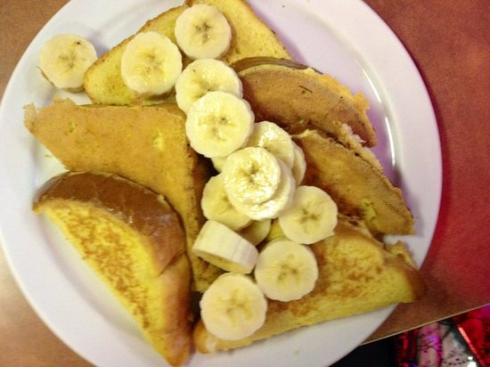 Marina Restaurant: Texas French Toast with bananas and no powdered sugar