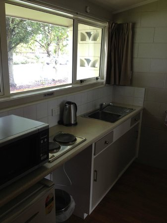 219 on Johns Motel & Holiday Park: kitchen
