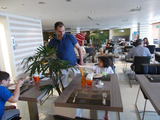 Novotel Bangkok Fenix Silom : la sala pranzo