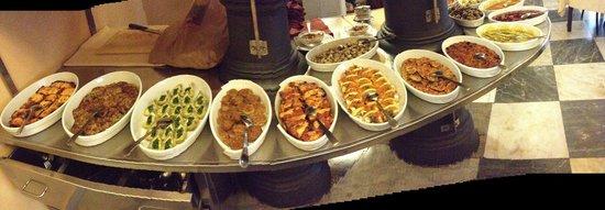 Trattoria Il Maestro del Brodo: The antipasti buffet
