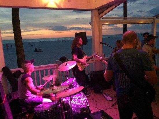 Palm Pavilion Beachside Grill & Bar: Rock on the beach