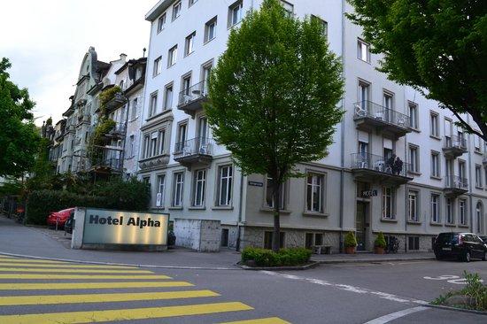 Hotel Alpha: hotel