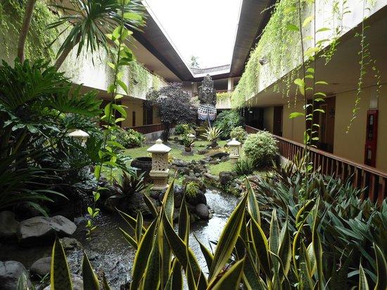 Prama Sanur Beach Bali: Courtyard gardens