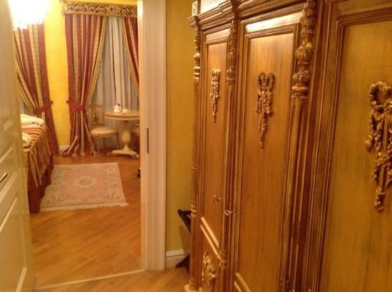 Alchymist Grand Hotel & Spa: Plenty of storage