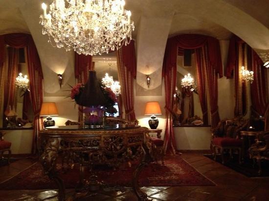 Alchymist Grand Hotel & Spa: Rich and luxurious decor