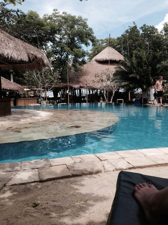 Hai Tide Beach Resort : Day by the pool