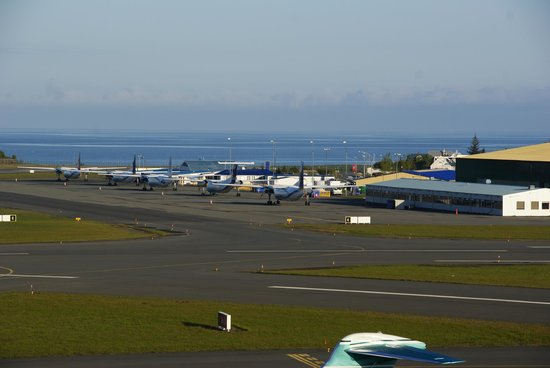 Icelandair Hotel Reykjavik Natura: Blick nach hinten über den Flughafen