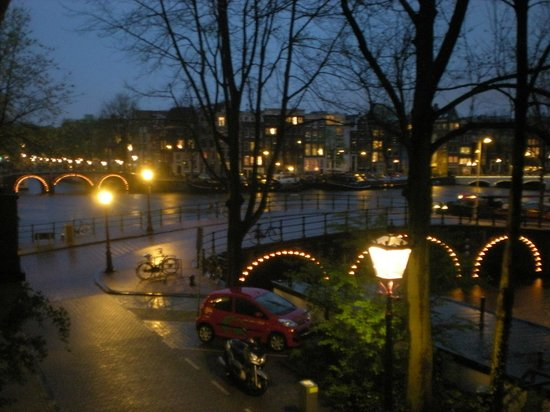 The Bridge Hotel : vista serale