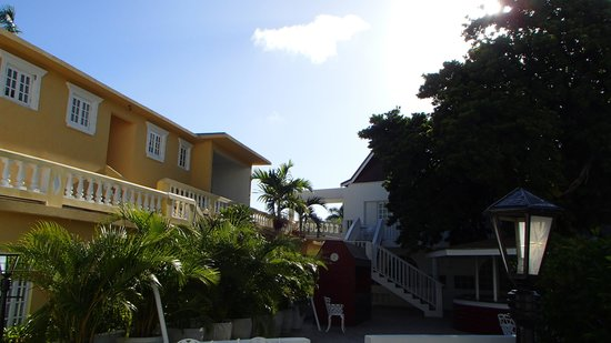 SeaGarden Beach Resort : Pool