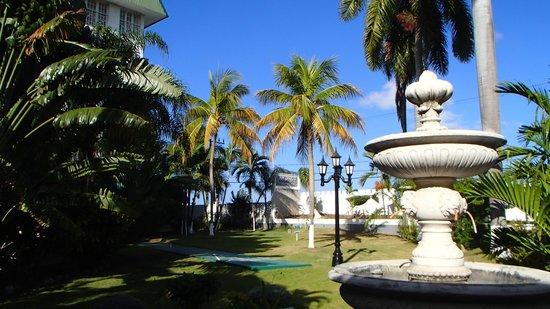 SeaGarden Beach Resort : Courtyard