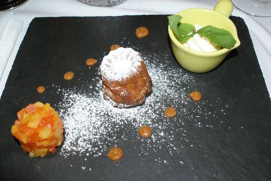Restaurant du Prieure: Dessert du jour : un canelé