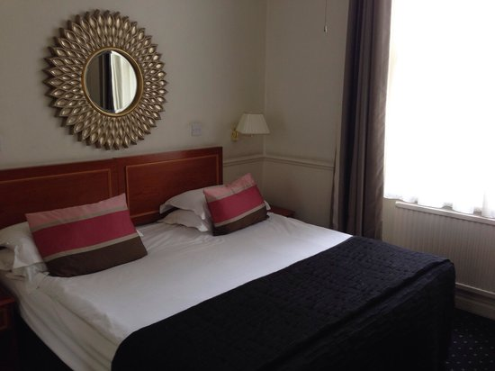 Collingham Serviced Apartments: Chambre double grand lit
