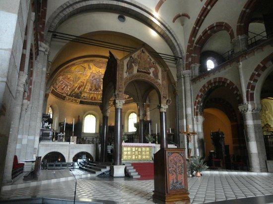 Basilica di Sant'Ambrogio: Dettaglio della Basilica