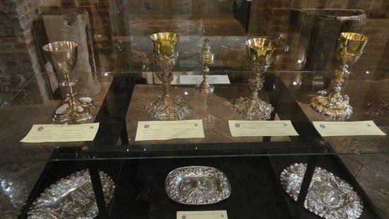 Basilica di Sant'Ambrogio: Oggetti Sacri nel Museo della Basilica