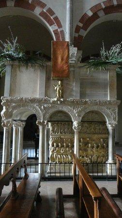 Basilica di Sant'Ambrogio: Pulpito della Basilica