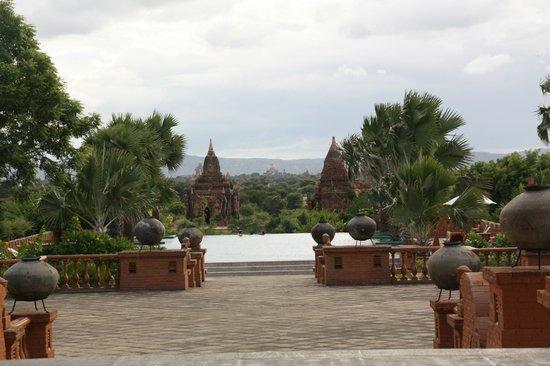 Aureum Palace Hotel & Resort Bagan : Piscina y vistas