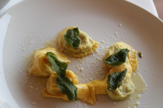 Le Gemme di Artemisia : Tortelli with ricotta and chard stuffing, with butter, sage, and parmigiano-reggiano