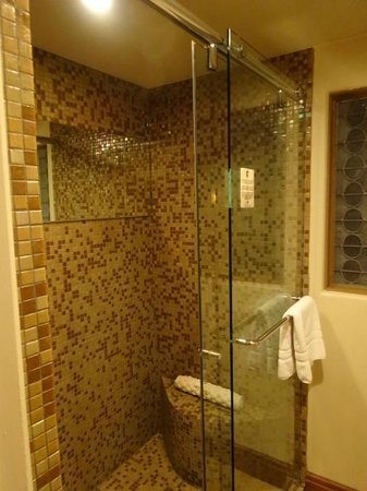 Royal Palms Resort and Spa: bathroom