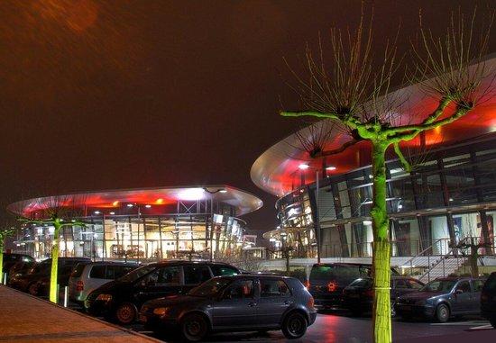 designer outlets Wolfsburg: Nachtaufnahme Günter Brauner