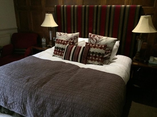 Whitley Hall Hotel: One of the comfiest beds I've ever slept in!!!