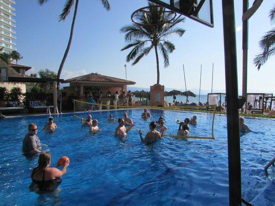Crown Paradise Golden Resort Puerto Vallarta: Tequila Volleyball- fun!