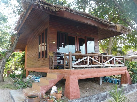 Palm Leaf Resort: Our beachside bungalow