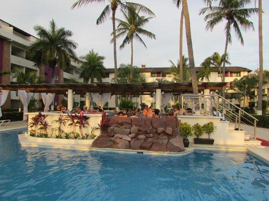 Crown Paradise Golden Resort Puerto Vallarta: new hot tub on Family side