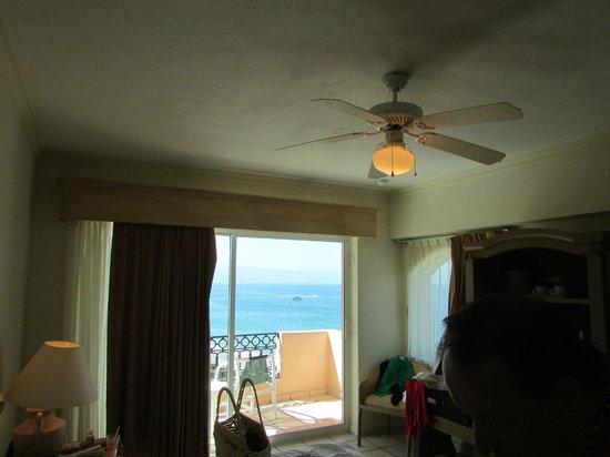 Crown Paradise Golden Resort Puerto Vallarta : room
