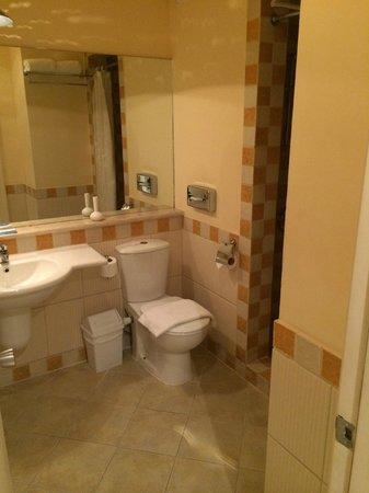Marina Plaza Hotel by Swiss-Belhotel: Bathroom - lovely